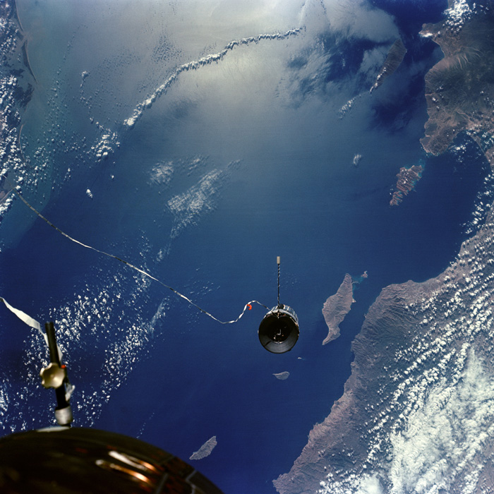 Agena tethered to Gemini XI